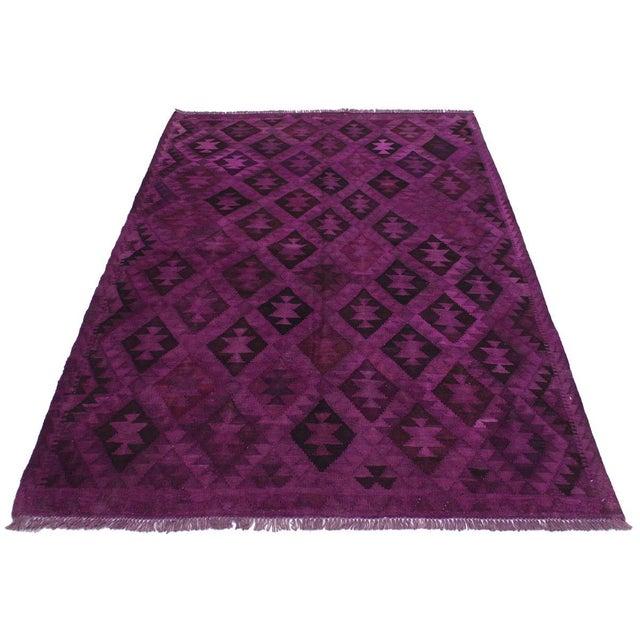 2000 - 2009 Boho Chic Carlos Hand-Woven Kilim Wool Rug - 5'7 X 7'7 For Sale - Image 5 of 8