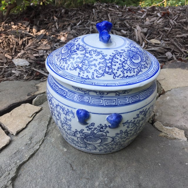 Asian Blue White Chinese Foo Dog Covered Ginger Jar For Sale - Image 3 of 8