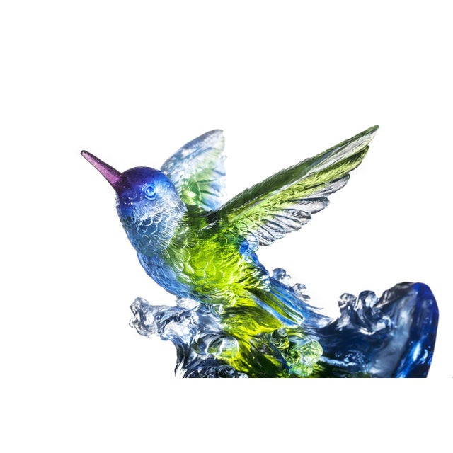Design Description: The hummingbird rides an azure wave. Mid-flight with outstretched wings, it flies toward the future...