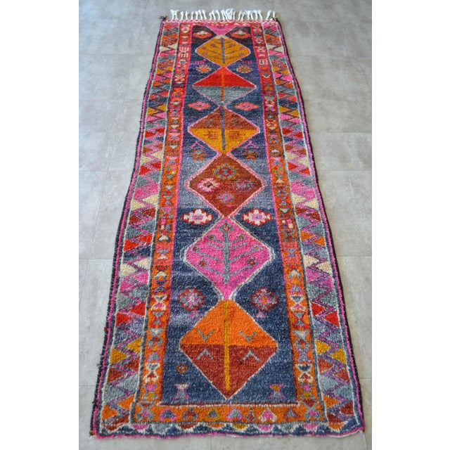 1930s Heterodox Kurdish Runner Herki Rug. Hand-Knotted Colorful Tribal Short Runner - 3′ × 8′10″ For Sale - Image 5 of 11