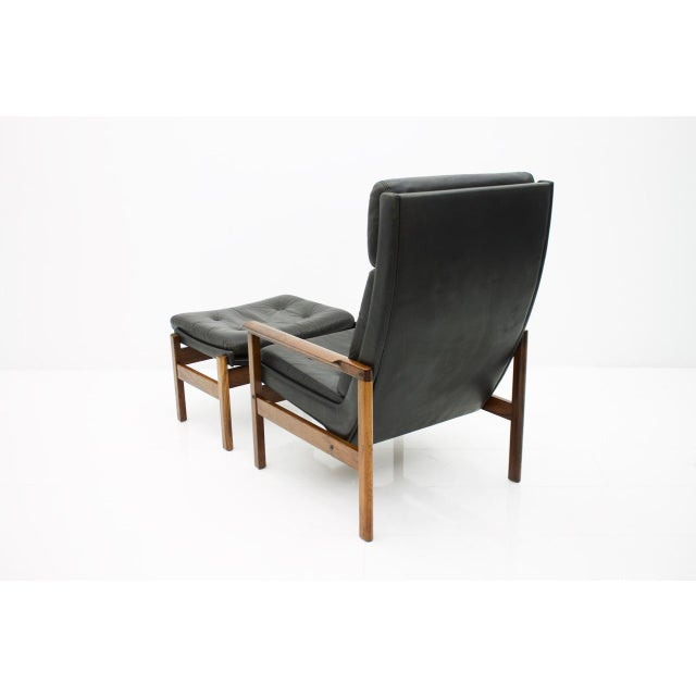 Scandinavian Lounge Chair With Stool in Rosewood and Black Leather, 1960s For Sale - Image 6 of 9