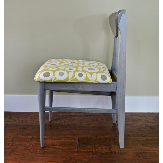 The retro fabric pattern and subtle grey wash finish give these classic vintage Bassett chairs a fresh boost of style....