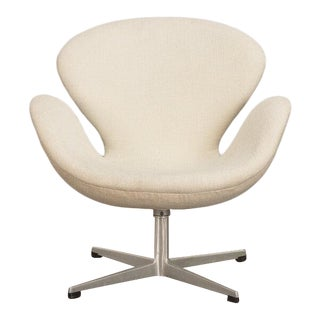 Arne Jacobsen Swan Chair For Sale