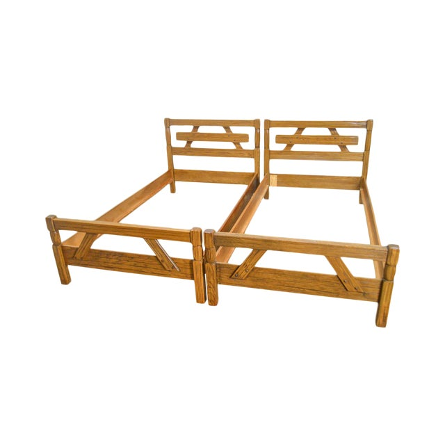 Brandt Ranch Oak Rustic Pair of Sawbuck Twin Beds - a Pair For Sale