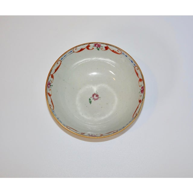 19th Century Chinese Porcelain Export Bowl With Floral Decoration For Sale - Image 4 of 8