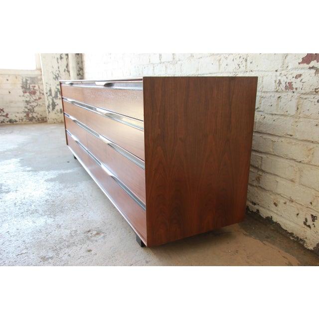 John Kapel for Glenn of California Mid-Century Modern Eight-Drawer Walnut Dresser For Sale In South Bend - Image 6 of 13