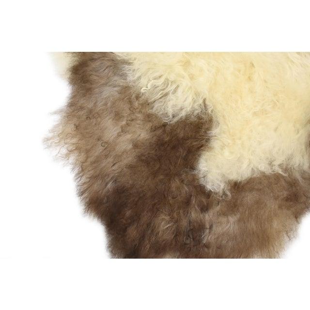 "Unique Handmade Beige Brown Wool Sheepskin Rug, Seat Cushion - 2'7"" X 4'3"" - Image 5 of 8"