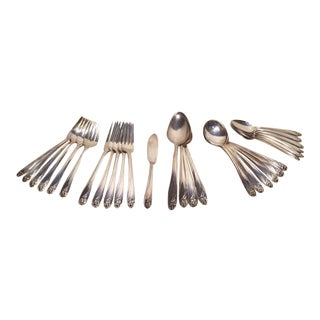 Early 20th Century Roger Bros International Silver Daffodil Tableware Soup Gumbo Set for 6 - 29 Pieces For Sale