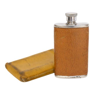 English 1 1/2 Ounce Leather Flask and Case For Sale