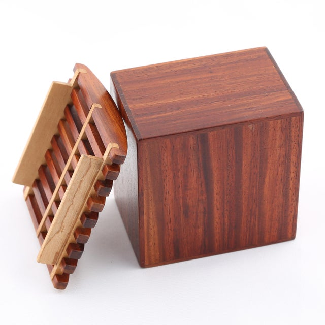 Brown 1980's VINTAGE JERRY MADRIGALE EXOTIC WOOD BOX For Sale - Image 8 of 9