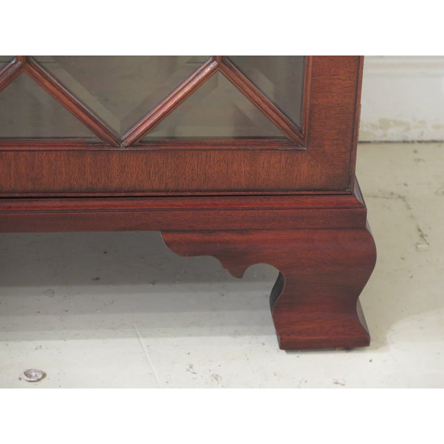 1990s Henkel Harris Model #2348 Mahogany Curio Display Cabinet For Sale - Image 5 of 12