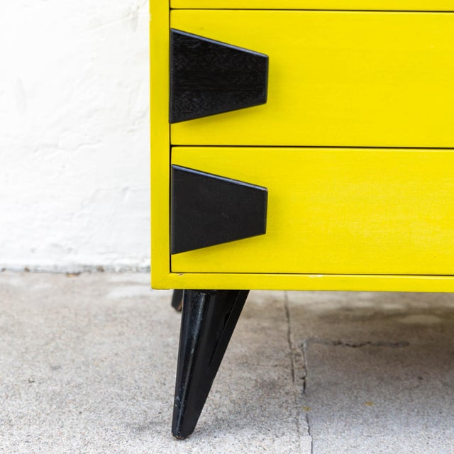 Wood Mid 20th Century Mid-Century Chartreuse 6 Drawer Highboy Dresser With Black Atomic Handles and Legs For Sale - Image 7 of 8