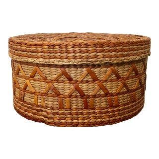 Vintage Wicker Basket with Lid For Sale