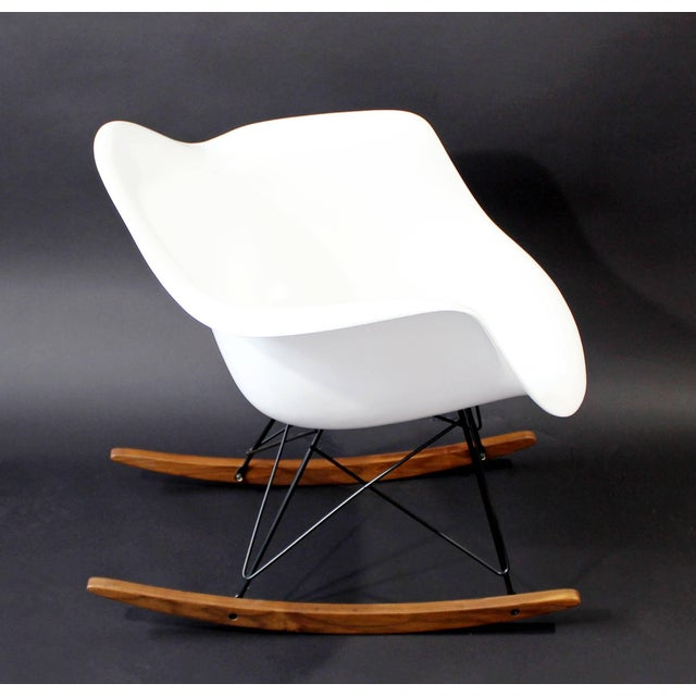 Charles Eames Mid-Century Modern Vintage Eames Herman Miller Shell Rocker Rocking Chair, 1970s For Sale - Image 4 of 11