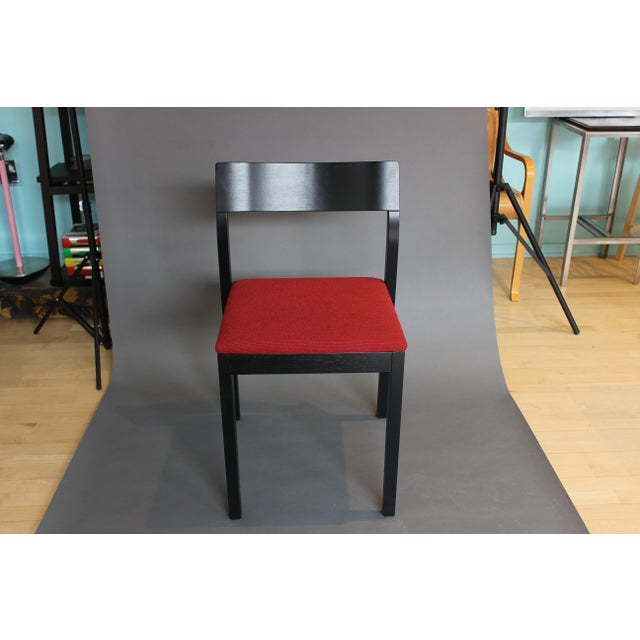 SIT, a nicely proportioned chair with all the qualifications to become a multi-talent. The simple, self confident style of...