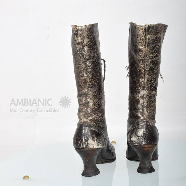 Traditional Pair of Ladies Victorian High-Top Leather Boots For Sale - Image 3 of 9