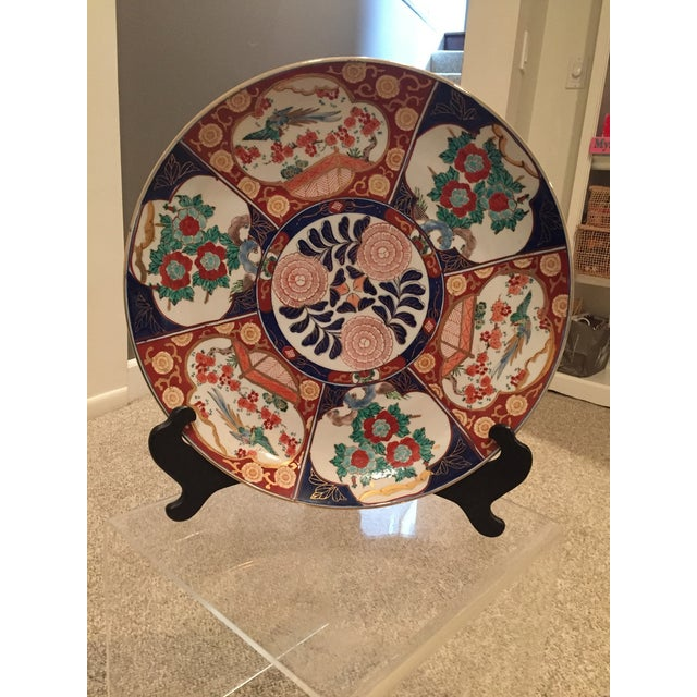 Art Deco Oversized Vintage Chinoisoire Hand-Painted Imari Porcelain Charger For Sale - Image 3 of 10