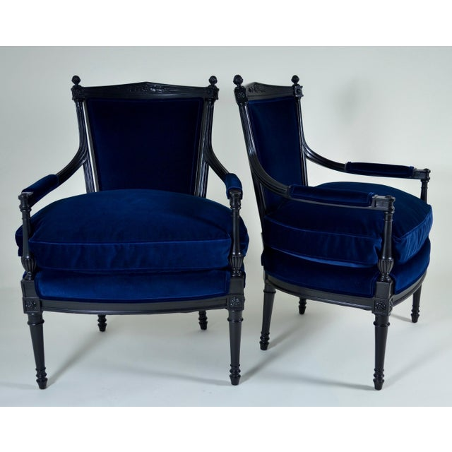 Lacquered in satin black with new dark blue velvet upholstery. Cushions are feather down. Very elegant. Excellent condition.