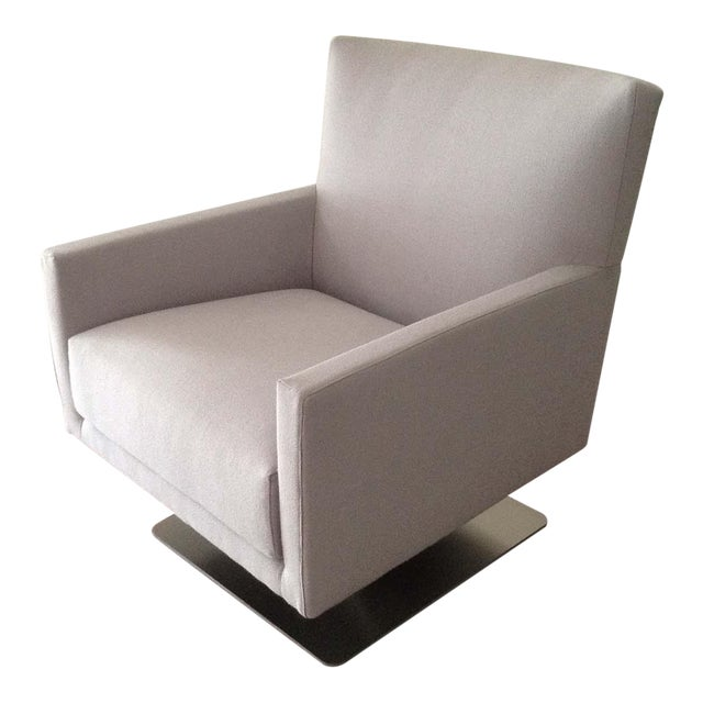 Modern Contemporay European Swivel Chair For Sale