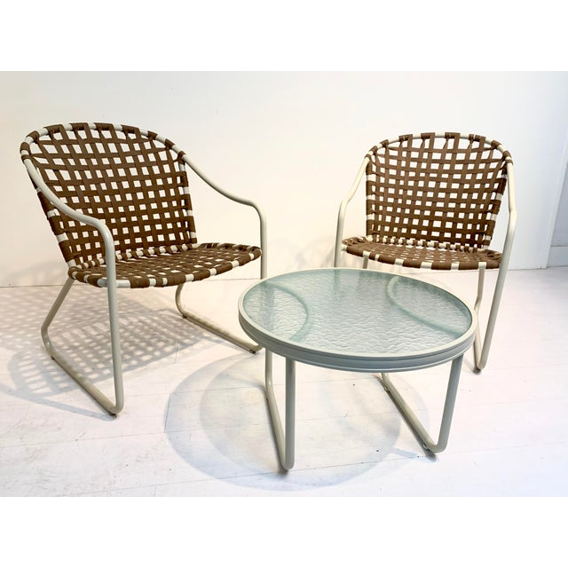 This mid-century modern brown and off-white patio set is by Brown Jordan from their Lido collection. This set has been...