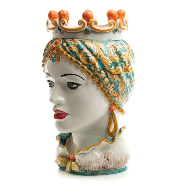 DESCRIPTION Schittone Moorish Regina Head is Gigante with decorated in green and orange, and is handmade and painted in...