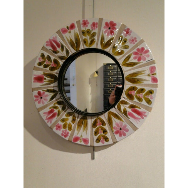 Ceramic mirror by Roger Capron from the 60s. Very good condition. Frame diameter: 39 cm, Mirror diameter: 19 cm.
