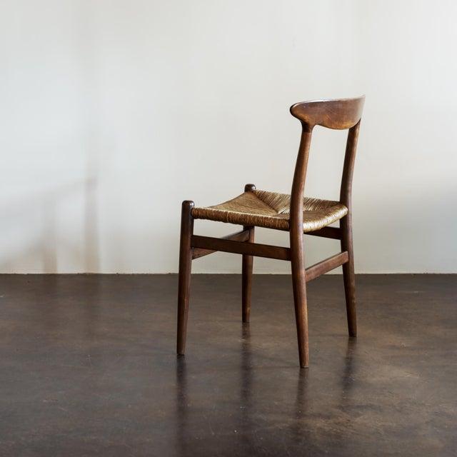 1950s Hans Wegner Set of Four Model W2 Dining Chairs in Oak, Denmark, 1950s For Sale - Image 5 of 11