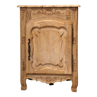 Early 20th Century French Louis XV Carved Oak Corner Cabinet For Sale