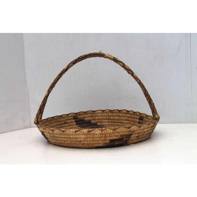 1930s Early 20th Century Papago Indian Handled Basket For Sale - Image 5 of 8