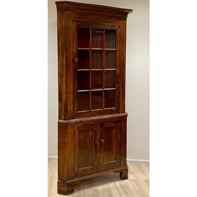 Fruitwood Chippendale Federal Corner Cabinet, United States Circa 1790 For Sale - Image 4 of 6
