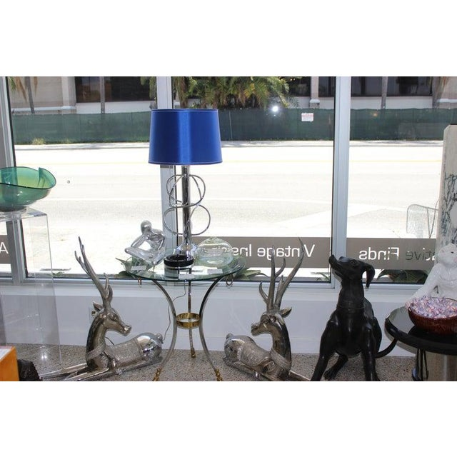 Mid-Century Modern Vintage Scolari Style Table Lamp in Chrome and Blue Silk Shade For Sale - Image 3 of 13
