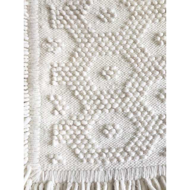 "White Wool Rug - 4'5"" x 7'1"" - Image 6 of 10"