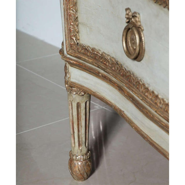 Important Italian Neoclassic Painted and Parcel-Gilt Commode For Sale In Miami - Image 6 of 9