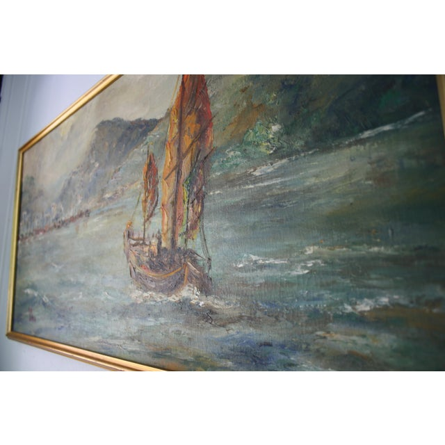 "Oil Paint Mid-Century Oil on Board Titled ""Hong Kong"" Depicting Junk Boat Harbour Scene For Sale - Image 7 of 12"
