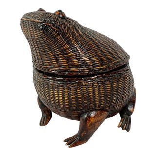 Mid-Twentieth Century Vintage Chinese Frog Basket With Glass Eyes For Sale