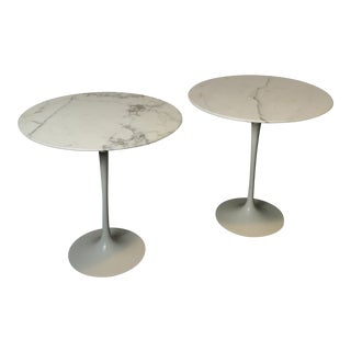 Pair of Vintage Round Saarinen Side Tables For Sale