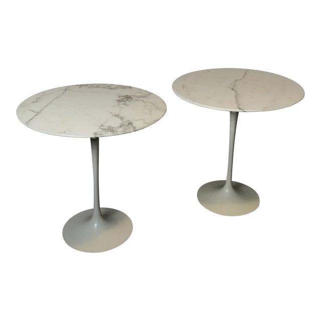 Pair of Vintage Round Saarinen Side Tables For Sale