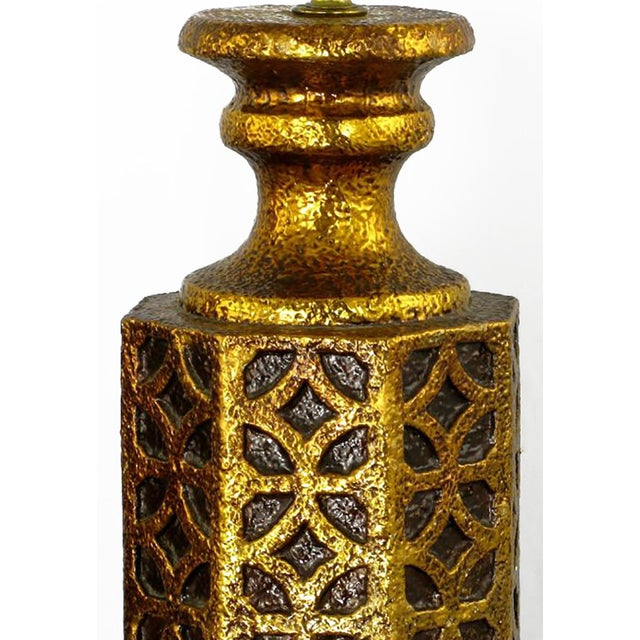 Islamic Pair of Moroccan-Style Gilt Arabesques Table Lamps For Sale - Image 3 of 4