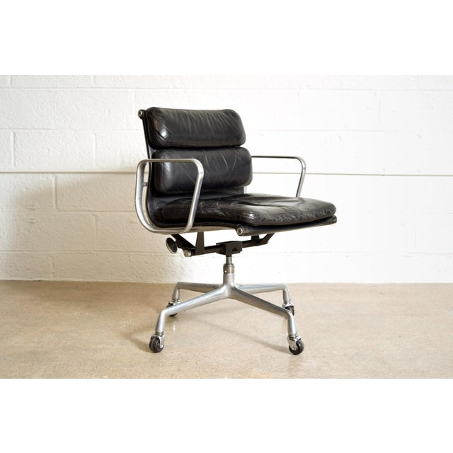 • Original Eames for Herman Miller Aluminum Group Soft-Pad Management office chair dated 1981. • Introduced in 1969 by...