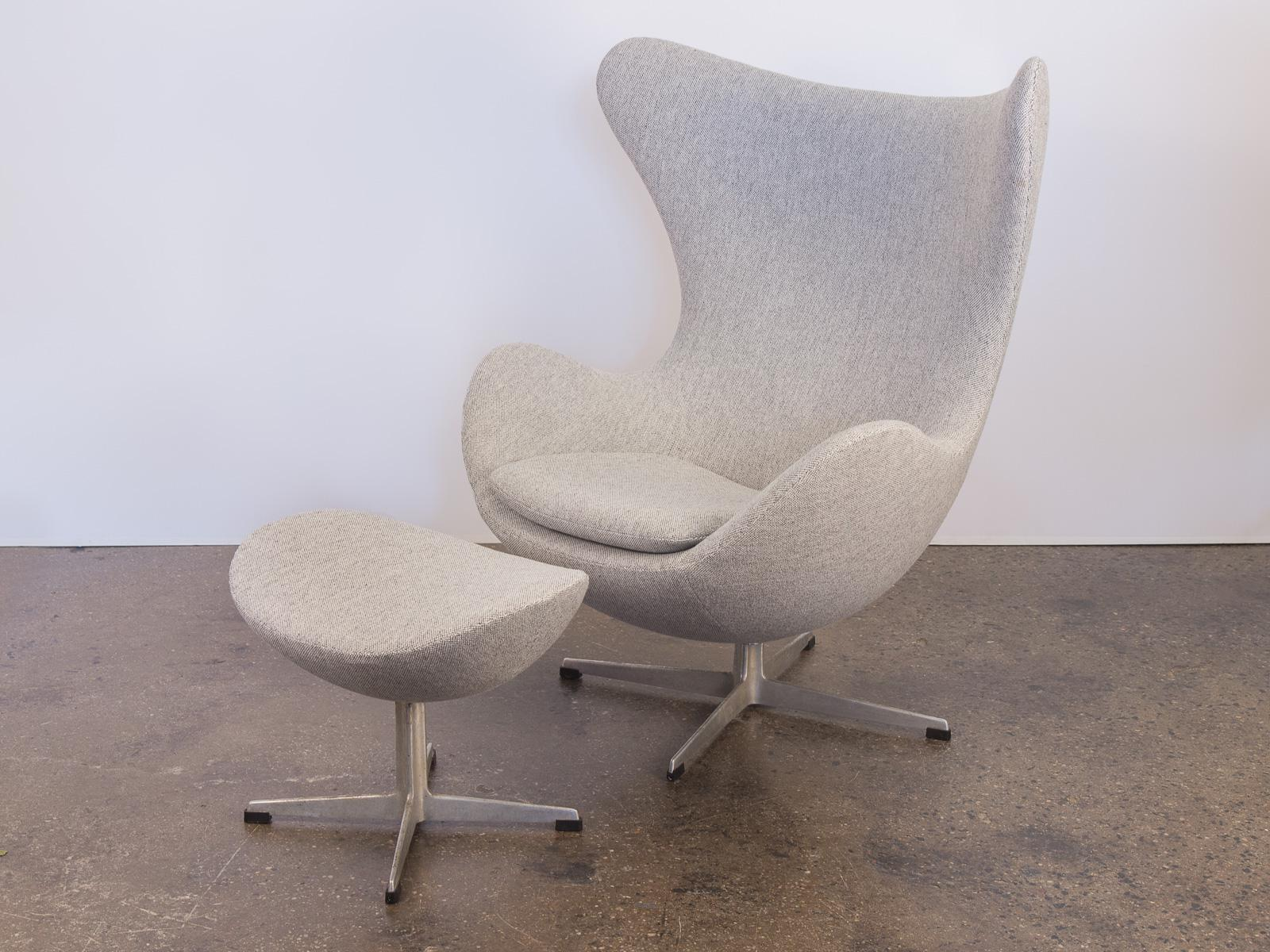 Superbe Arne Jacobsen Egg Chair And Ottoman   Image 2 Of 11