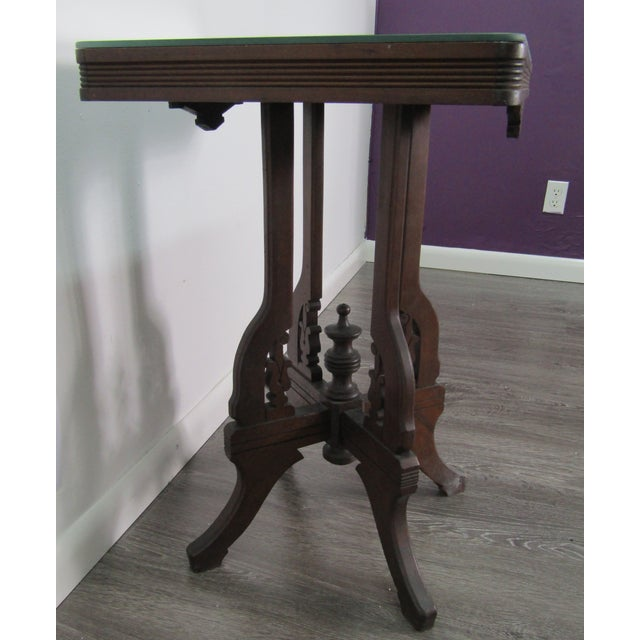 American 1950s English Traditional Mirror Topped Pedestal Carved Wood Table For Sale - Image 3 of 6