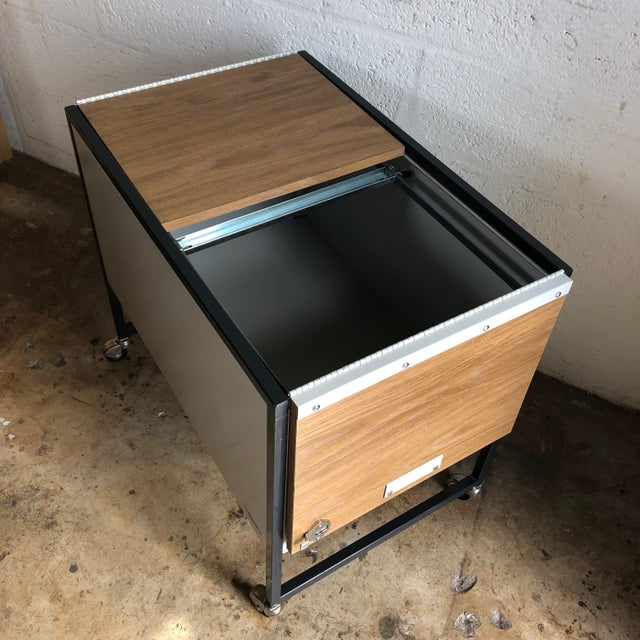 Vintage Mid Century Industrial Filing Cabinet/ Cart For Sale In Miami - Image 6 of 13