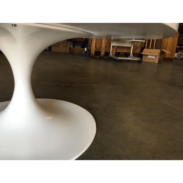 """White Heavy Top 36"""" Inch Tulip Coffee Table in the Saarinen/Knoll Style For Sale - Image 8 of 10"""