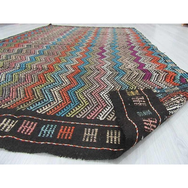 Vintage Turkish Kilim Decorative Embroidered Rug - 6′4″ × 9′8″ For Sale In Los Angeles - Image 6 of 6