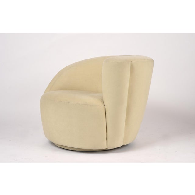 Pair of Vladimir Kagan 1970 Swivel Lounge Chairs For Sale In Los Angeles - Image 6 of 10