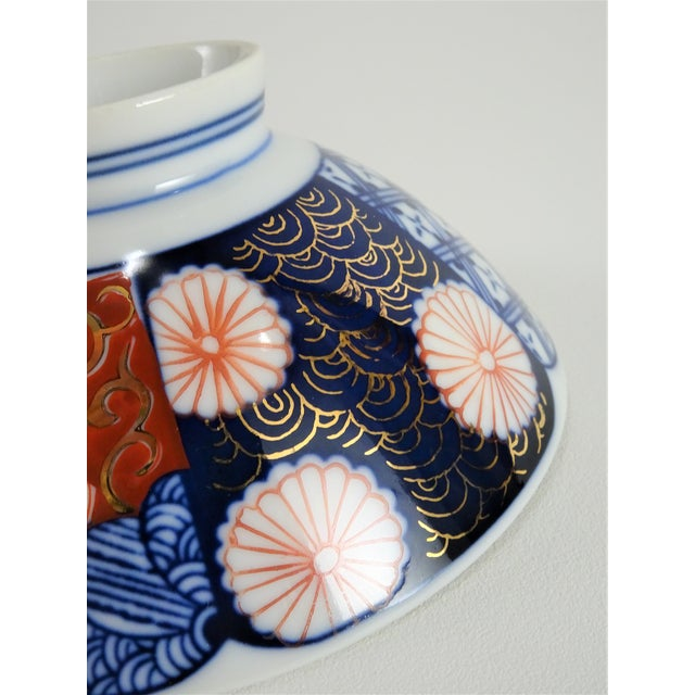 Chinoiserie Imari Porcelain Rice Bowls - a Pair For Sale - Image 9 of 12