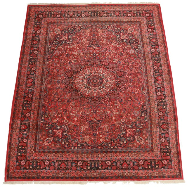 Here is this Persian Mood rug. Made of hand-knotted wool. Features a stunning floral design.