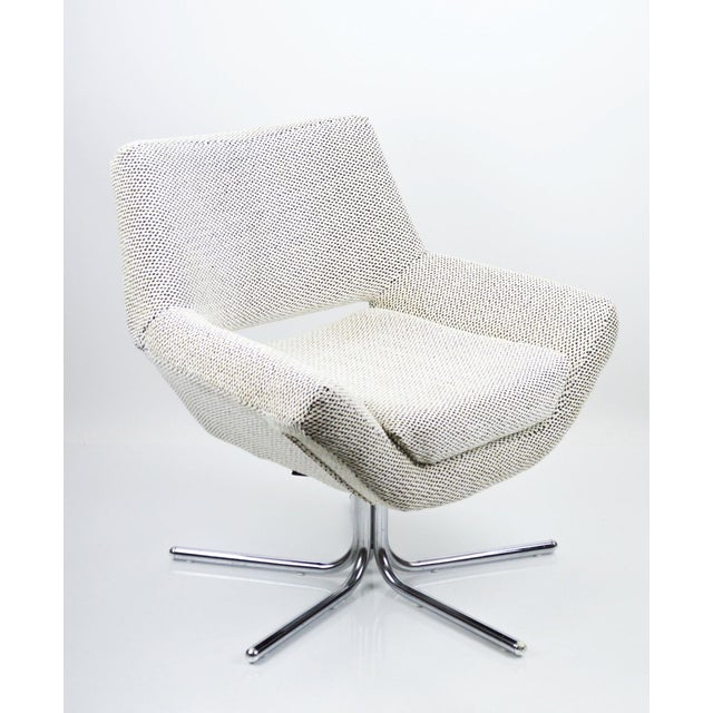 Mid-Century Modern Mod Swivel Chair on Chrome Base-New Upholstery For Sale - Image 3 of 6
