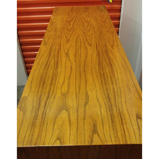 """American of Martinsville 1960s Mid-Century Modern American of Martinsville """"Ming"""" Walnut Buffet For Sale - Image 4 of 9"""