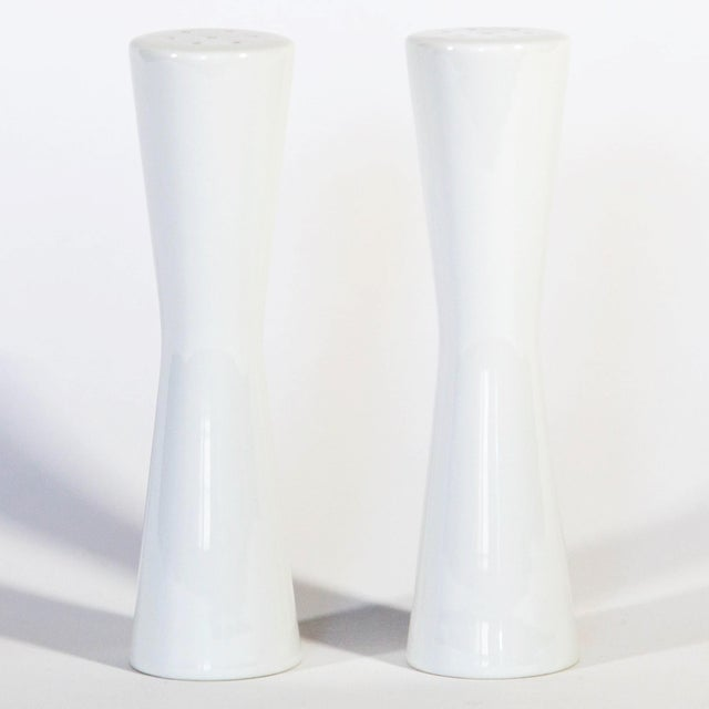 Mid Century White Salt & Pepper Shakers For Sale In Milwaukee - Image 6 of 7